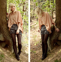 Jana Wind - Minkpink Blouse, Shorts, Topshop Bracelet, Primark Shoes - Nothing to do? hey, let's stay in the woods!