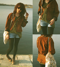 Johanna Kronholm - My Lovely Mum´S Old Leather Bag, Gift Shop Tote Bag With Mooses, Second Hand Suede Jacket With Leather Neck, Second Hand Green Knitted Sweater, Second Hand Jeans Shorts (Cropped Jeans), Pandora Ten Point Leather Ankle Boots, Lindex Brown Sunglasses, H&M Shell Necklace - HARBOUR AT SUNSET