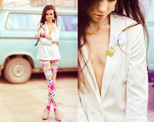 Perventina Ols -  - Leggings in flowers and white jacket
