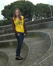 MissTizia @ - Ekyog Yellow Lyocell Shirt, H&M Organic Blue Jeans - Hello Yellow