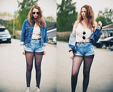 Hanna L - Vintage Denim Jacket, Levi's® Levis 501 Cut Off, Urban Outfitters Top, Urban Outfitters Glasses - Vintage denim