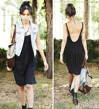 Adeline Rapon - Zara Vest, H&M Necklace, Cos Dress, Monoprix Bag, Topman Shoes - La barre qui foire.