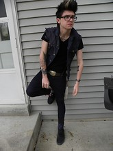 Johnny Cook dooley - Custom Jean Vest, H&M Black V Neck, Drop Dead Skinny Jeans, Vans Black - Stay Gold