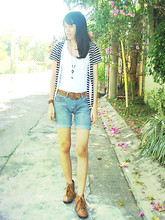 Patricia Luna - Levi's® Denim Shorts, New York Leopard Print Belt, White Tank Top, Stripped Cardigan, Fo Shoes Brown Studded Boots - Outside my haven