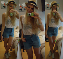 Sarah Bon - Undefined Hat, H&M Shorts, H&M Top, Converse Shoes - CASUAL SUMMER LOOK