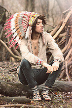 Bobby Raffin - Native American Headdress, Zig Zag Sandals, Teeth And Bones Bracelet, Black Jeans, Zara Summer Dress Shirt, Shell Design Bracelet, H&M Feather Raindrop Necklace, Skulls Bracelet - Time to Pretend