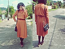 Aimi Baharin - Laussanne Vintage Dress, Vintage Bag, Cutton On Flower - CAN U SMILE?