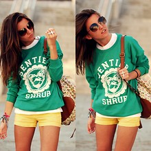 Alexandra Per - We Are Selecters Sweater, Mango Shorts, Blanco Backpack, Marc By Jacobs Sunglasses - Green sweater