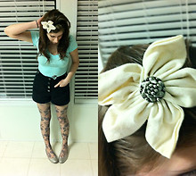 Lizette Vigo - Urban Outfitters Printed Roses Gray Tights, Urban Outfitters High Waist Shorts Black, Tillys Min Top, Etsy ( Afriend's Shop) Flower Headband With Cute Button - Roses and flower