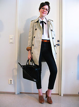Riikka A - Aquascutum Trench Coat, Vintage Bag, Mtwtfss Jeans - Trench happens