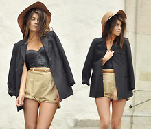 Mira Berglind - Topshop Shorts, Topshop Hat, Topshop Blazer, H&M Bustier - NICE DAY FOR A WALK IN THE PARK