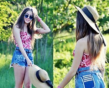 Kasia Szymków - Vintage Corset, Wrangler Studded Shorts, From My Grandma Hat - The Endless Summer
