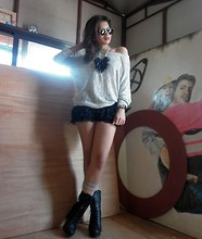 Jo Estrella - Ruckus Tassel Necklace, Zara Lace Shorts, Forever 21 Gray Socks With Orange Stripes - Pretty Girl Rock