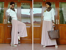 Maharani Puja - My Design Batwing Blouse, My Design Wide Leg Pants, Louis Vuitton Bag - In LVoe with wide leg pants