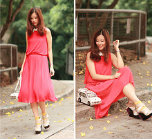 Mayo Wo - Faux Leather Collar, Fluo Red Dress, Amliya Car Purse, Finsk Wedges - Fluo flare