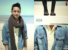 Addy Menayang - Zara Knit Scarf, Levi's® Jean Jacket, H&M Yellow Short Sleeve With Epaulettes, Massimo Dutti Brown Suede Shoes - Windy City Summer
