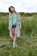 Zahraisabelle L - Modekungen Mint Khaki Trenchcoat, American Apparel Asphalt/White Shorts, Vans Off The Wall Printed Crewneck, Solestruck Mint Lita's - OFF THE WALL