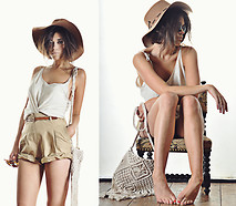 Mira Berglind - Topshop Floppy Hat, Topshop Shorts, Indiska Sunglasses, Topshop Bag - TODAY, I'M ALL YOURS TOPSHOP