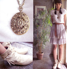 Patricia Luna - Kamiseta White Top, I Am Fab Braided Belt, Gray And Gold Chiffon Skirt, Fo Shoes Cream Flowery Boots, Grandmother's Gift Vintage Gold Locker - Little Miss Country Girl