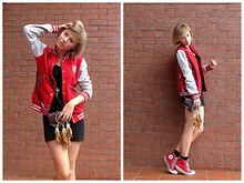 Marta K - H&M Black Dress, Naf Jacket, Vintage Bag, Converse Red, Vintage Necklace - When in doubt, wear red.