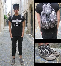 Armand Vivier - All Star Shoes, Urban Outfiters Bag, New Era Cap, Ray Ban Sunglasses, Boy London Tee Shirt, H&M Jeans - Beethoven