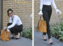 Gina Ortega - Valentino Shoes, Fendi Peakaboo Bag, Zara Trousers, Anne Fontaine Blouse, Prada Oversized Glasses - Work it