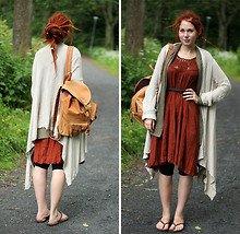 Linn Mickelsson - Indiska Beige Cardigan, Vila Green Cardigan, Lindex Brick Red Dress, Frontrowshop Pearl Y Flip Flops, Second Hand Soft Leather Backpack - Around the world in a tea daze