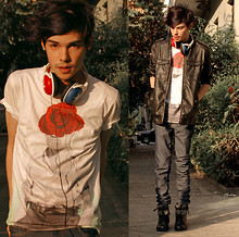 Vini Uehara - Youreyeslie T Shirt - Everybody's gotta love some one