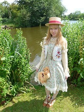 Ilsebelle 薔薇 - 原宿 Lace Up Boots, Vintage Boater Hat, 原宿 Waistcoat, Innocent World Dress, Brighton Bird Cage Necklace, Handmade By Me Rabbit Bag, 原宿 Socks - Punting and Pimms