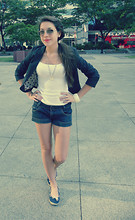 Allie R. - United Colors Of Benetton Shorts, H&M Top, Barratts Shoes, Ray Ban Sunglasses, H&M Blazer - Ainsi de ton amour