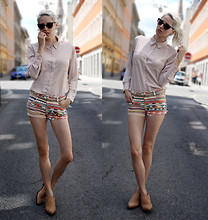 Eszter F. - Nasty Gal Sunnies, Asos Shirt, Topshop Shorts, The Frye Company Shootie - Yeah, iam lost...please dont find me.