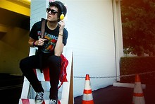 Adam Gallagher - Marc By Jacobs Headphones, Vintage The Who Shirt, Target Bandana, Converse Chucks - Heavy metal lover
