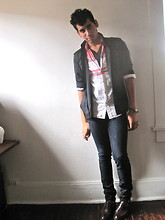 Jo Zepeda - Urban Outfitters Henley, Old Navy White Shirt, Diesel Black Shirt, Levi's® Levis - Look at the stars