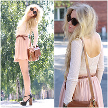 Anna Wiklund - Kappahl Lace Bustier, H&M Powder Pink Skirt, Camera Bag, Zhob Heels, Primark Featther Key Ring, Lotta Djossou Dragon Fly Bracelet - SUMMER TIME IS THE BEST TIME ANY PLACE