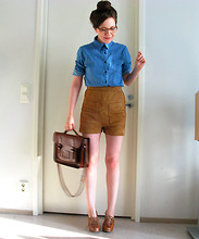 Riikka A - H&M Suede Shorts, Vintage Satchel - It's hip to be a square