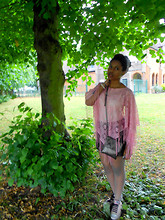 Rachel Williams - Miss Evie Pink Poncho, Diy Beat Up Zig Zag Bag, Converse, H&M Pleather Skirt - Tree's Company