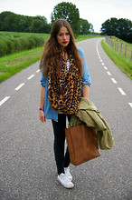 Sara Dubbeldam - H&M Leopard Snood, Ramon Middelkoop My Paper Bag, Converse All Stars, Topshop Denim Shirt, Cheap Monday Jeans - Leopard casual