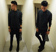 Adrian Jiun - Asos Black Extended Shirt, Defy Golden Teeth And Gum Bracelet, H&M Leather Strap, Nil Skull Head Scarf, Cheap Monday Black Skinny Jeans - Ténèbres Unspoken