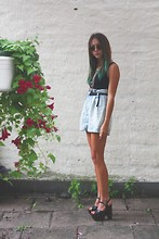 Clara Fina Frisk - H&M Shorts, Heels - YOUTH KNOWS NO PAIN
