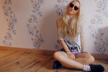 Holly Tomkins - Topshop Oversized Tee, Topshop Sunnies, Ebay Diy Shorts - Just got into pottermore *excited*