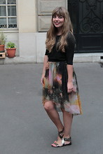 Marion A. - The Kooples Tshirt, Romwe Galaxy Skirt, Minelli Bronze Sandals - L'internet mondial m'a tuER