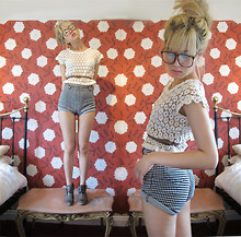 Shel Duffy - Primark Boots, Diy Hot Pants, Diy Daisy, Glasses - Shelduffy. blogspot. com - follow for giveaway post