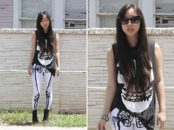 Tiffany Diane . - Black Milk Clothing Leg Bones (Negative), Misfits Tee - MISFIT