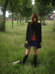 Jarka D - Zara Coat, Hunter Boots, Urban Outfitters Sweater - Waiting for the rain