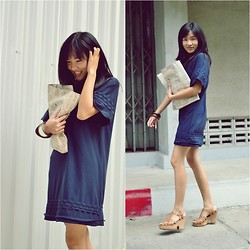 Saii S - Jeffrey Campbell, Siamsquare.Co.Th Classic Dress, Pb Newspaper Clutch - She moves in her own WAY
