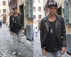 Fredric Johansson - Byther Jeans, Byther Snake Skin Shoes, Zara Custom Studded Jacket, Byther Hat, Maria Mitell Feather Neckless, Handmade, Byther Bracelet, Byther Snake Tank, Byther Vest - Gamla Stan