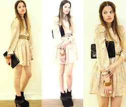 Elle * - Vintage At Ahlens Flower Dress, Sacha Suede Fringe Boots, Thrifted Leather Clutch - The weakness in me...