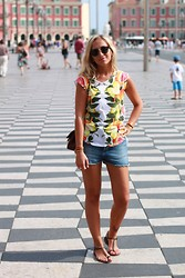 Lena Dmitrieva - Stella Mccartney T Shirt, Topshop Shorts, Bottega Veneta Sandals - Nice