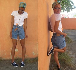 Hadassah M - Levi's® Diy Shorts, H&M Feathered Necklace, Urban Planet Flats, Scarf - Riba un chill