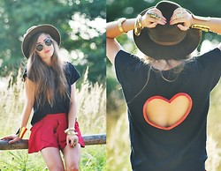 Kasia Szymków - Top, Shorts, Lorus Watch, Diva Bracelet, Vintage Hat, Cubus Sunglasses - I HEART YOU